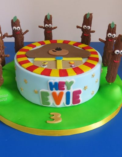 Children's Hey Duggee birthday cake