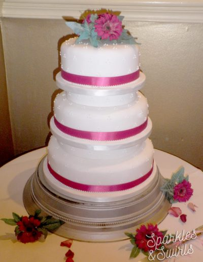 SparklesAndSwirls_Wedding-Cake-Tier-Flowers_Pink_ribbon_knife_